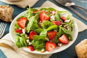 Como hacer Ensalada de Espinacas con Fresas